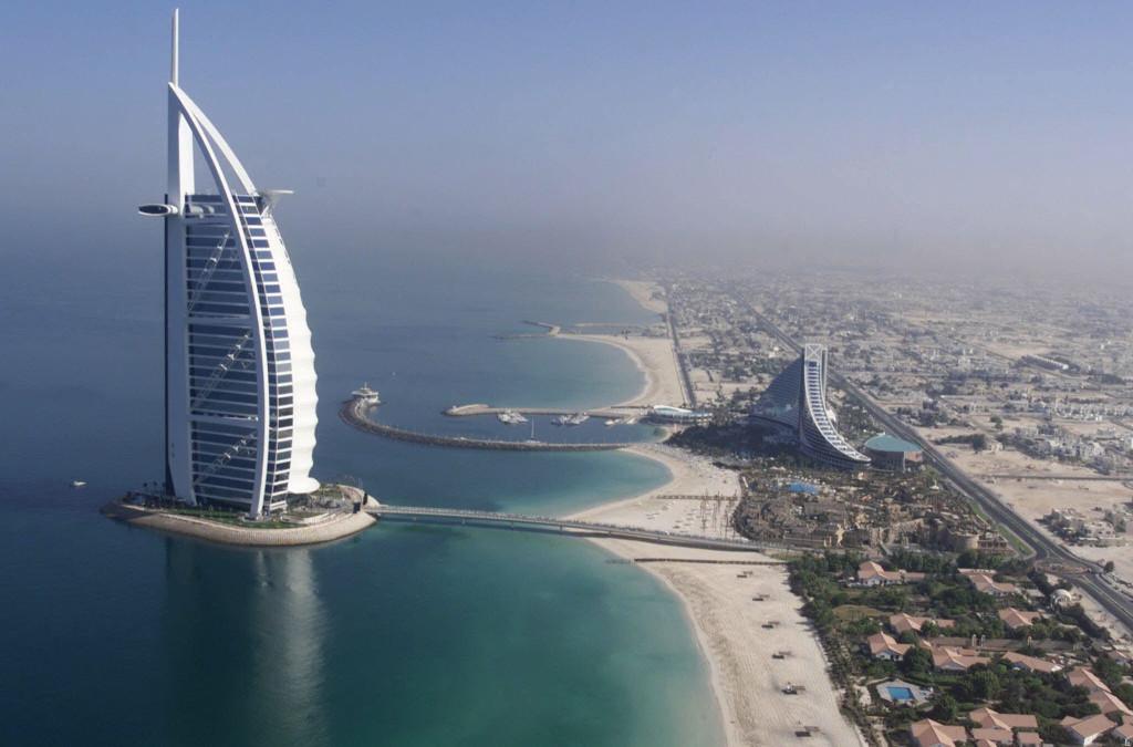 Dubai, De Forenede Arabiske Emirater, Burj Al Arab, ferie, januar, kulde, varme, sol, strand, badeferie, palmer, hav, rejse, storby, strand, varme rejsemål