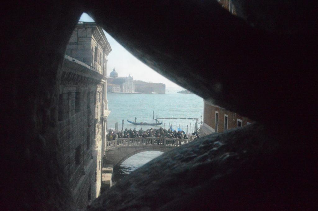 Det sidste lys fangerne fik på vejen fra Palazzo Ducale til fængslet. (Foto: Privat)