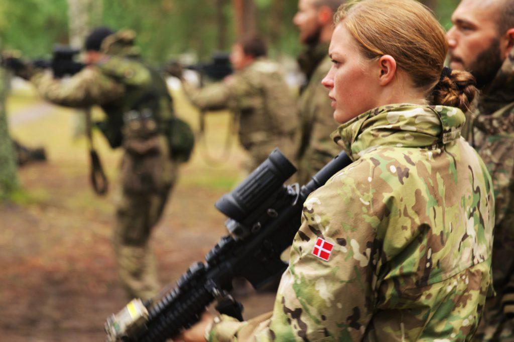 Hver femte værnepligtig er kvinde. (Foto: Værnsfælles Forsvarskommandos og Forsvarsgalleriet.dk)