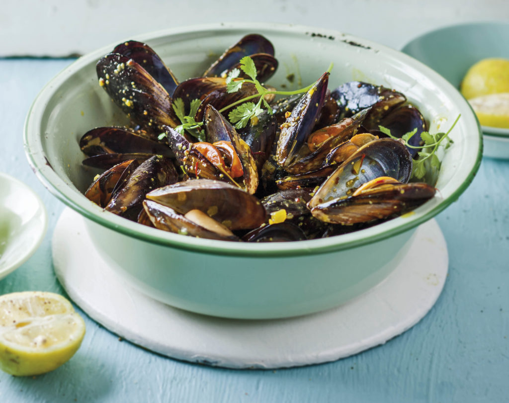 FG00006085-05 FOR EDITORIAL USE ONLY. Bounty from the sea. Grilled mussels in a tangy mustard sauce. Recipe available. Translation available on request. (Photo by Gallo Images / Sarie / Donna Lewis)