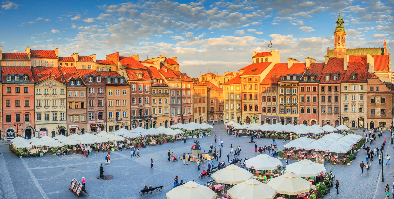 Rynek Starego Miasta, den gamle markedsplads i Warszawa. (Foto: All Over)