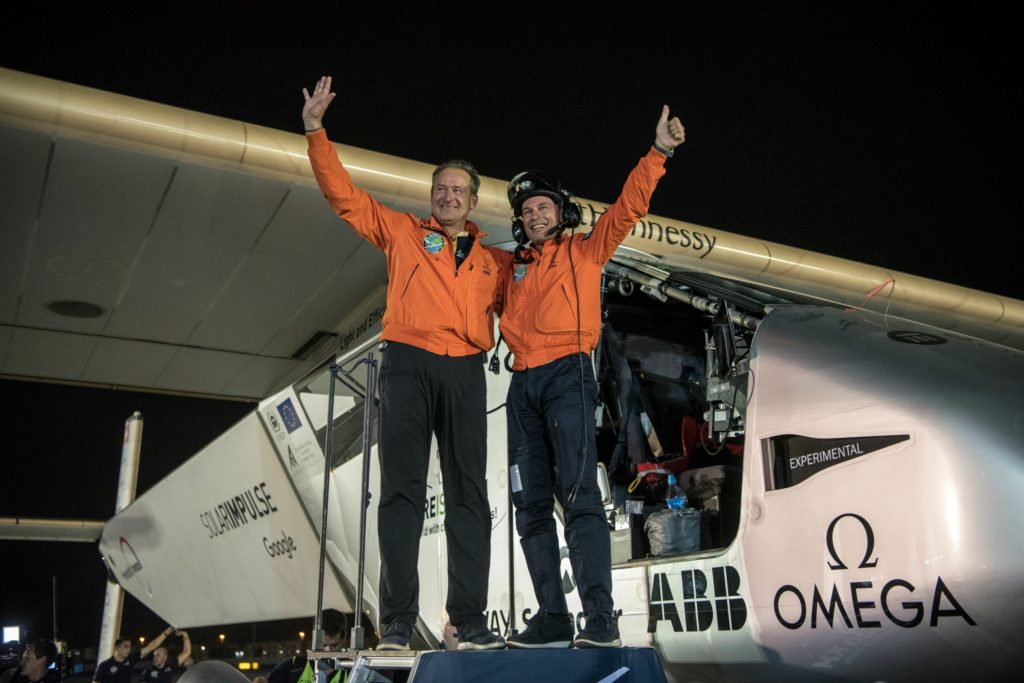 Bertrand og Piccard er de to mænd, der står bag Solar Impuls, der har skrevet verdenshistorie ved at flyve jorden rundt på energi fra solceller. (Foto: Polfoto)