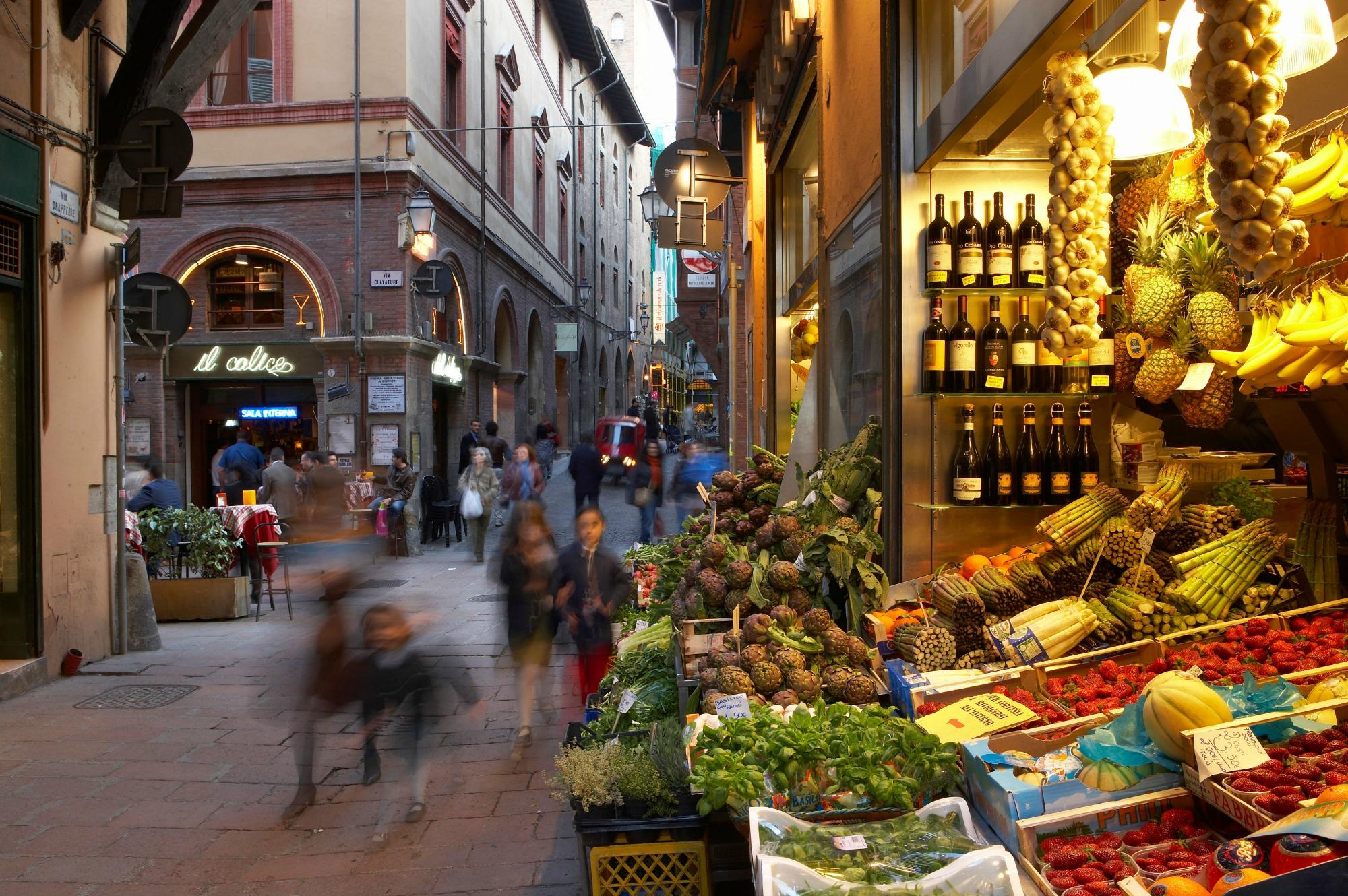 I Italien blev jeg inviteret til middag hos hotelbestyreren. Det var en sjov oplevelse at spise med en flok unge italienere.