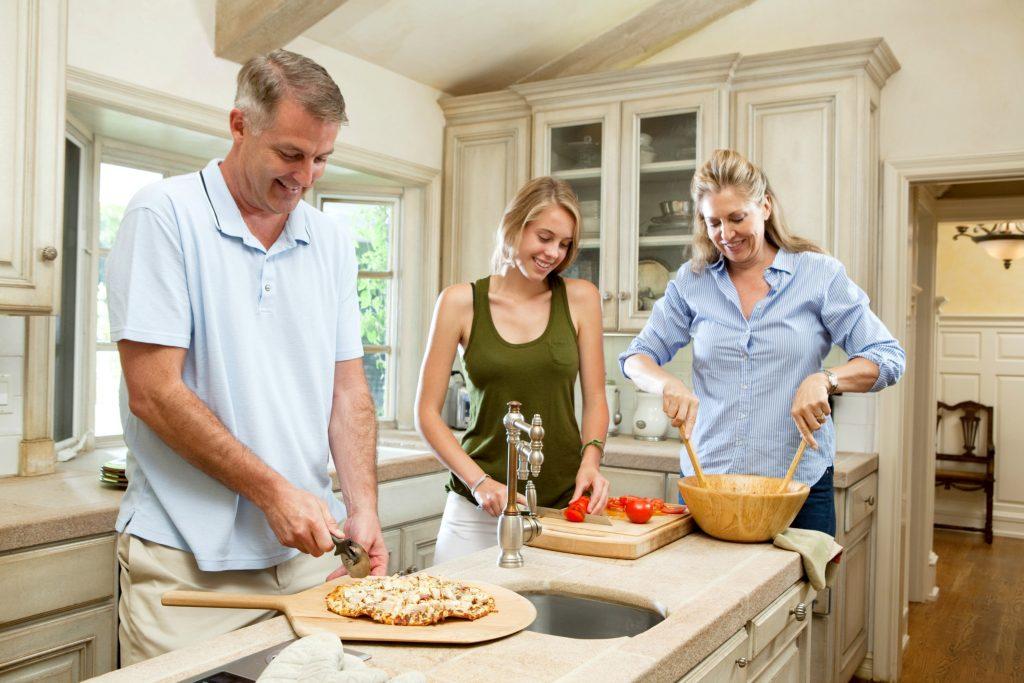 Tag hjem til mor og far, når du skal lave store portioner af mad klar til din fryser. Det er ren win-win. (Foto: All Over)