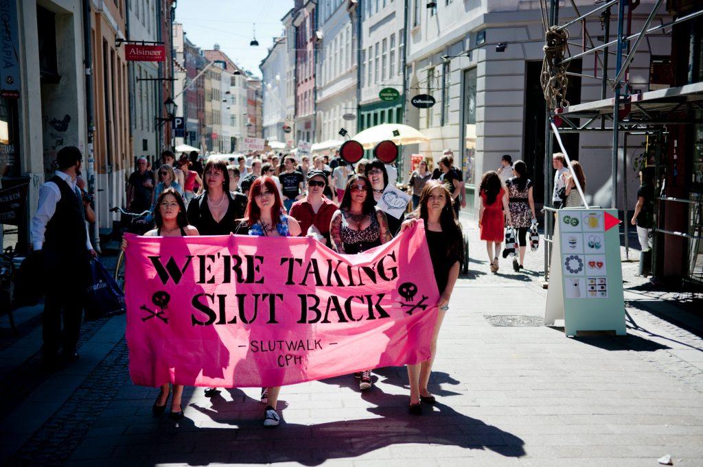 #SlutWalk: Demonstration sætter fokus på slutshaming. Her i København. (Foto: Polfoto)