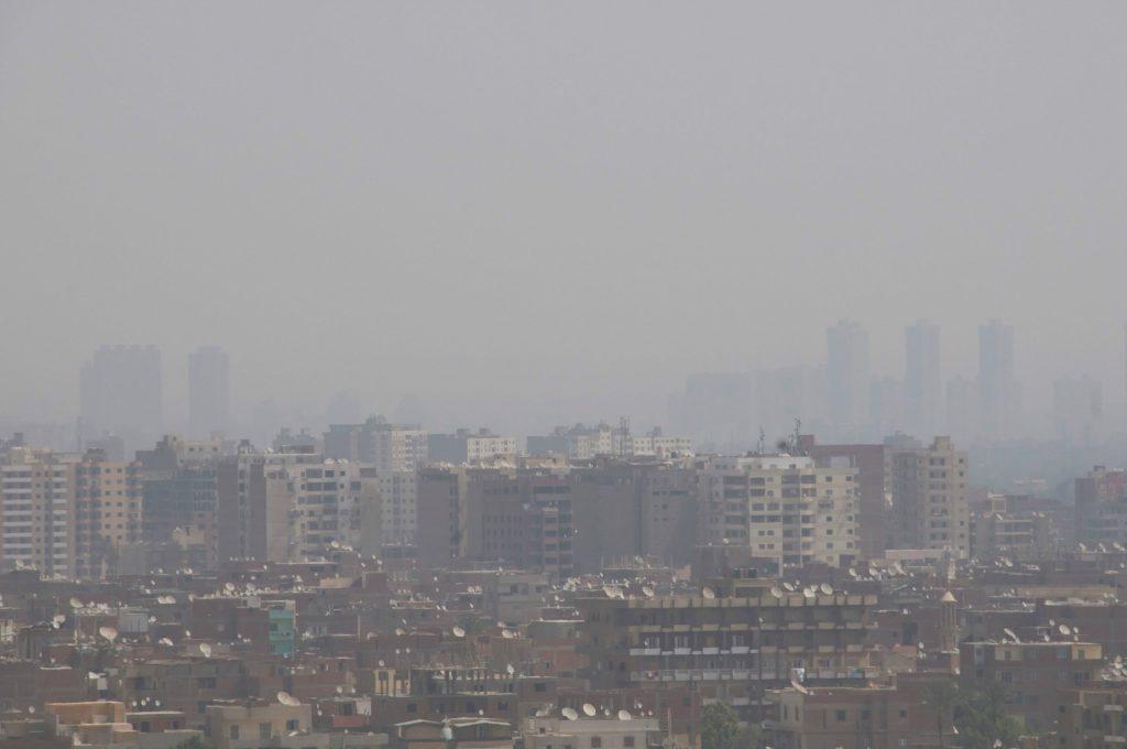 Smog over Egyptens hovedstad Kairo, som er en af verdens mest forurende byer. (Foto: All Over)