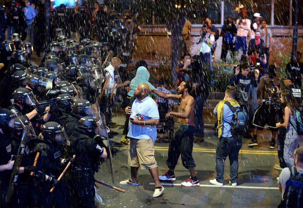Den amerikanske by Charlotte er i undtagelsestilstand efter demonstrationer over drab på sort mand. (Foto: Polfoto)