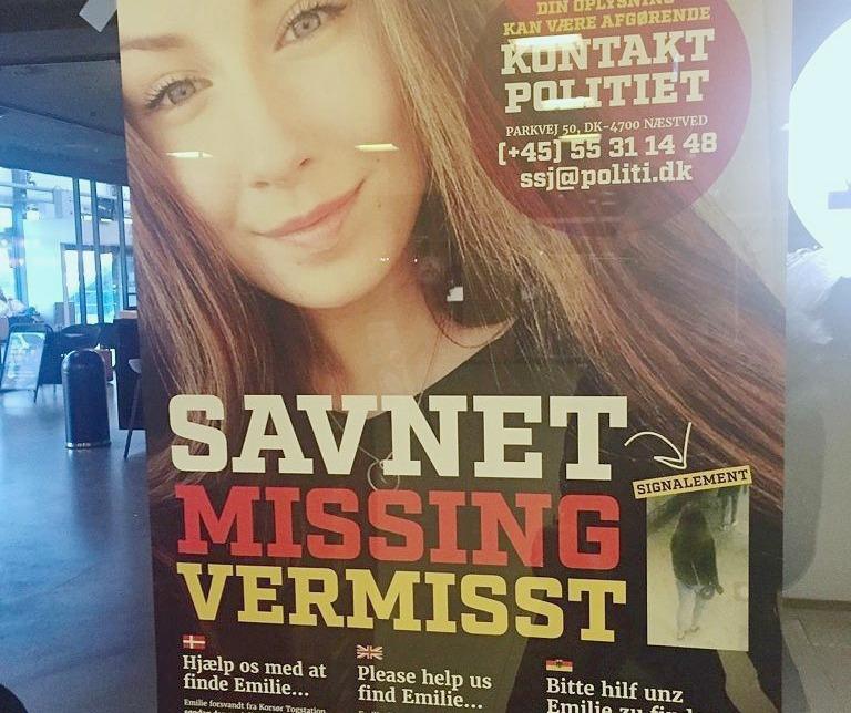 Overalt på landets stationer hænger plakater med efterlysning af Emilie Meng, der har været forsvundet siden den 10. juli. Her er det på Odense Banegård. (Foto: BB)