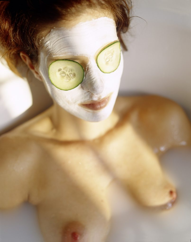 woman, hair, redheaded, body care, beauty, wellness, bathroom, bathtub, aroma bath, relaxation, relaxing, wellness bath, cucumber, cucumber slices, natural, face-pack, facial pack, naked, topless, bosom, breasts, close up, inside, lifestyle, personal hygiene, facial care, PICTURE PRESS, PAExport5. Modelreleased: YES