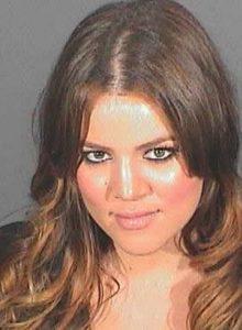 Khloé Kardashians mug shot fra 2008, da hun blev fængslet for at bryde sin betingede dom for spirituskørsel. (Foto: All Over)