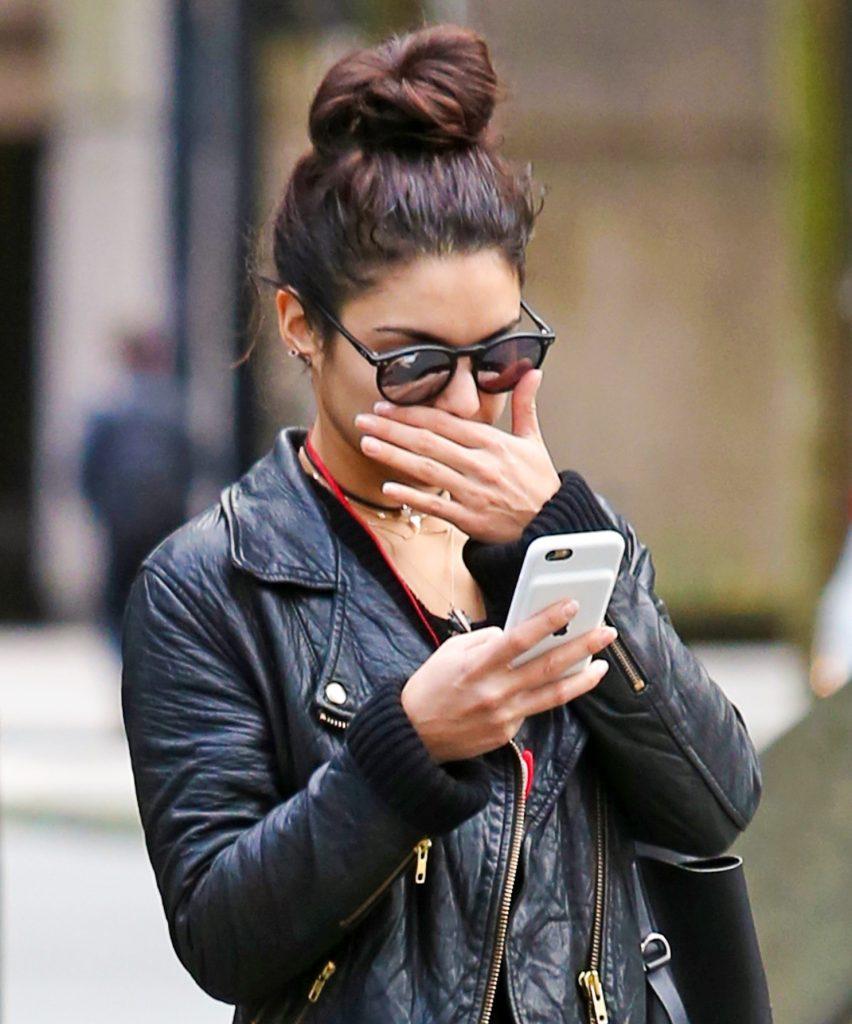 Hvor meget kemi er der i din mobiltelefon? Og er det farligt? (Foto: All Over)