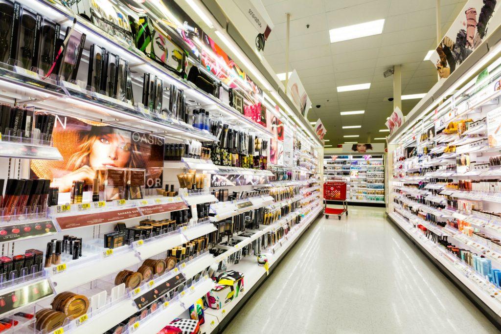 Det kan være en jungle at finde rundt i de mange produkter og den kemi de undeholder. (Foto: All Over)
