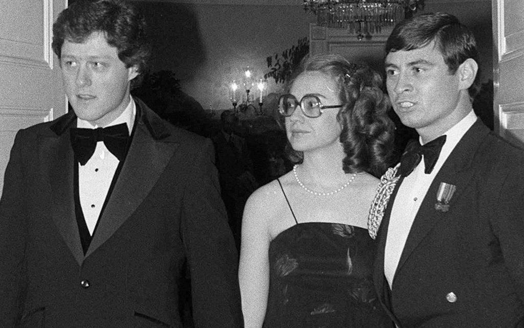 Til guvernør middag i Det Hvide Hus i 1979. Hillary ændrede sit udseende markant kort efter Bill gik ind i politik. Foto: Polfoto)
