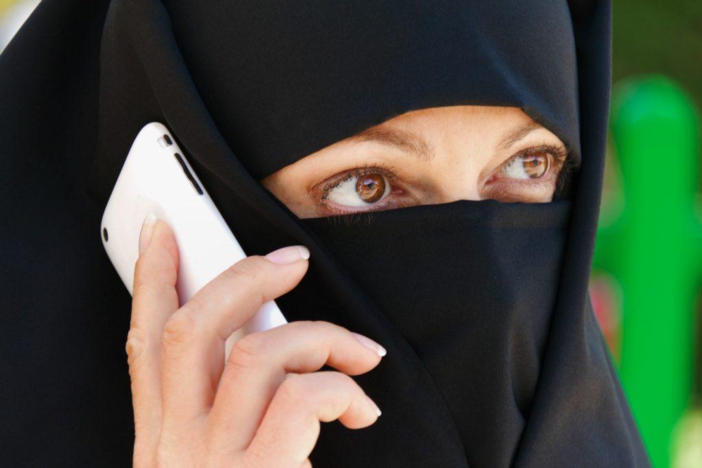 Nu bliver det forbudt at dække ansigtet til, hvis du befinder dig på offentlige steder i Holland. (Foto: All Over)