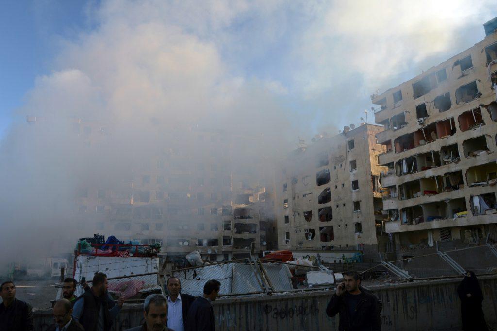 Eksplosion ramer den tyrkiske by Diyarbakir. (Foto: Polfoto)