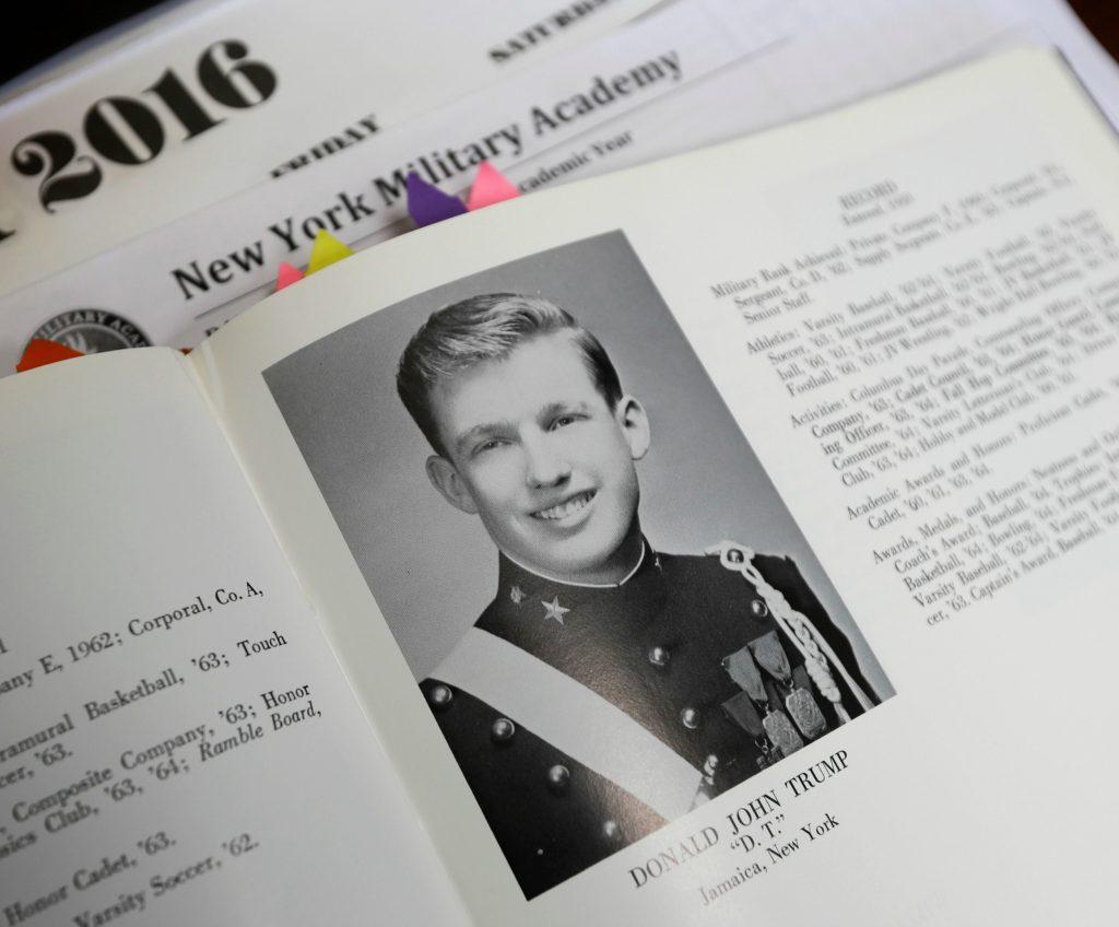 Donald Trump som ung militærmand i 1964. (Foto: Polfoto)