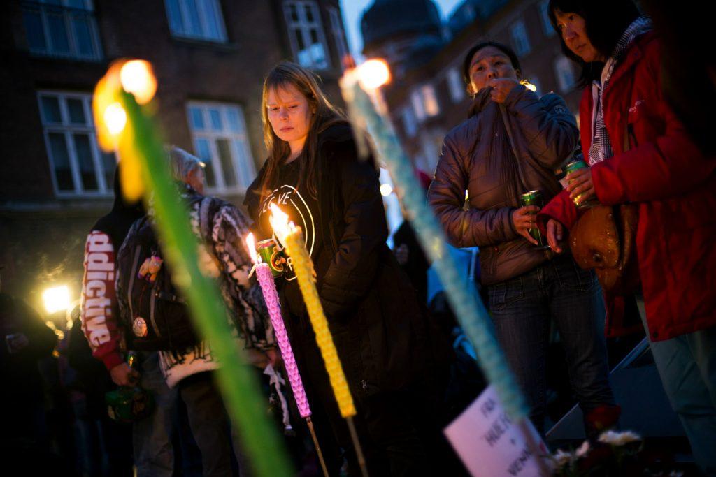 De hjemløse i København arrangerede et fakkeloptog for at markere frustrationen over den manglende hjælp til Daniel. (Foto: Polfoto)
