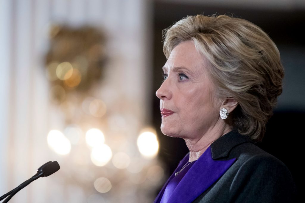 Clinton gav sin tale efter valget, hvor hun fik flest stemmer, men alligevel tabte til Trump. (Foto: Polfoto)