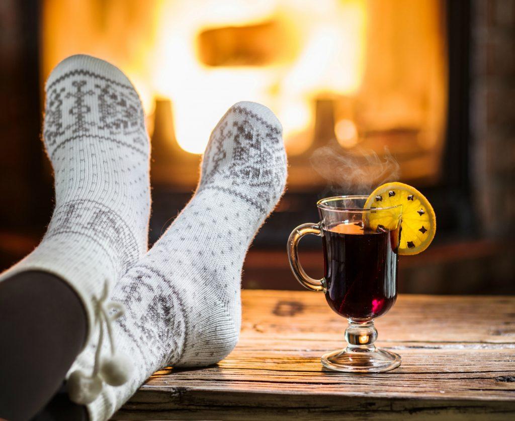 Op med stængerne, frem med de varme sokker og de lune drikke og forkæl dig selv lidt. (Foto: All Over)