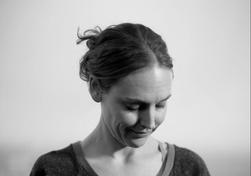 Sisse laver yogavideoer til MY DAILY SPACEs læsere. (Foto: Sisse Jensen Dall)
