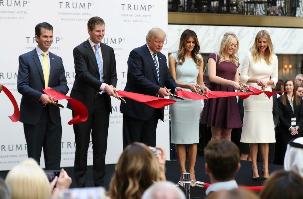 Trump overlader sine forretninger til sine børn