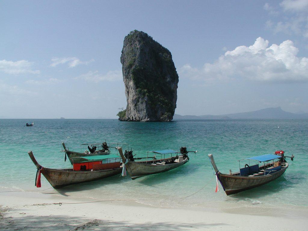 Direktør sender ansatte på ferie til Thailand