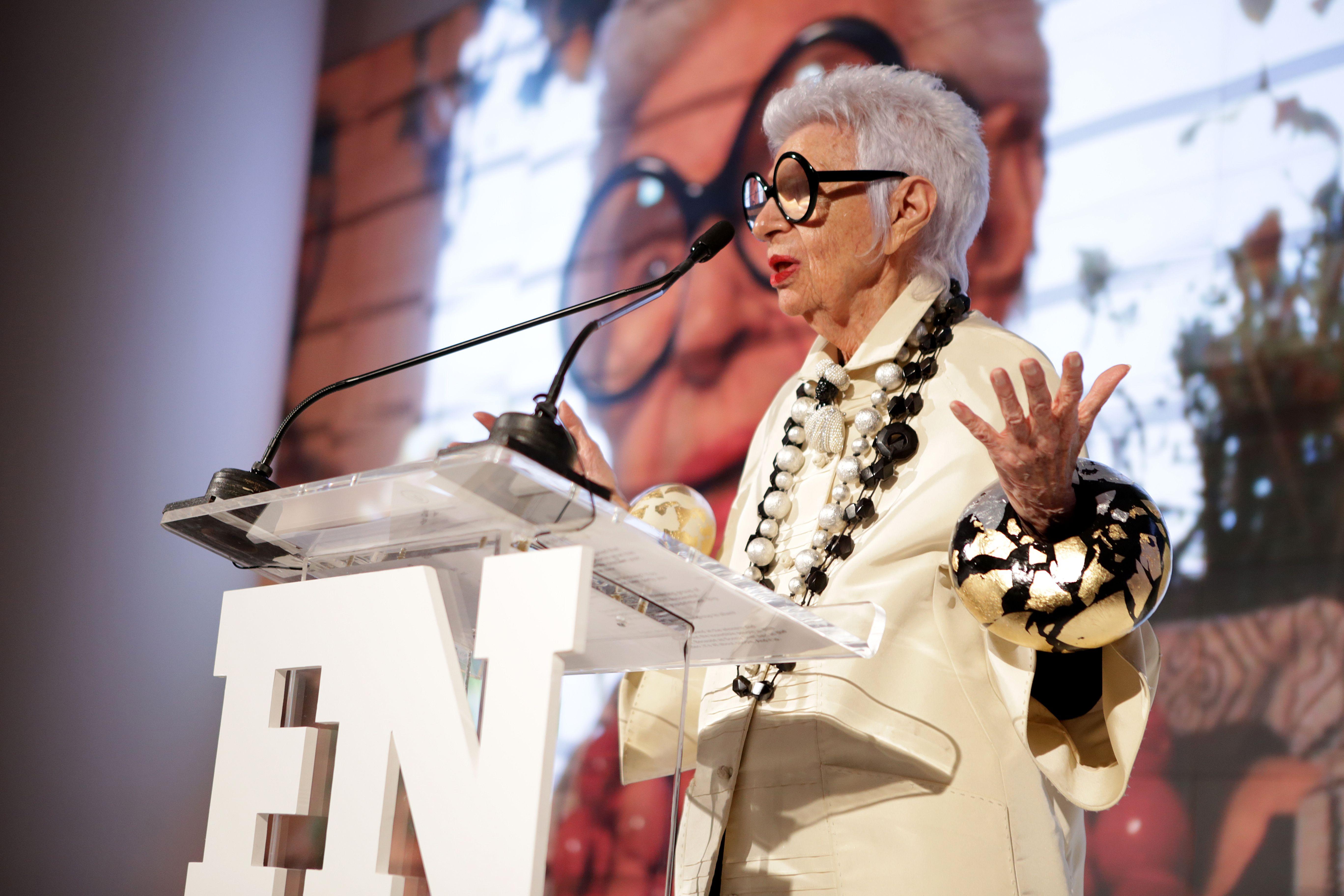 Iris Apfel holder foredrag i 2016 (Foto: All Over)