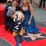 Ryan Reynolds og Blake Lively med deres to børn ved Walk of Fame i Hollywood (Foto: All Over)