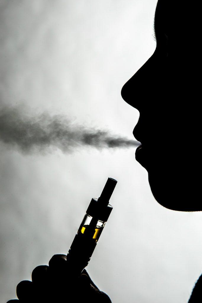 Flere unge ryger e-cigaretter