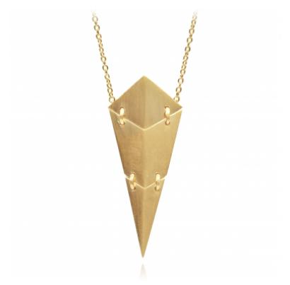Guldhalskæde med leddelt diamantformet vedhæng, 440 kr., Hvisk.