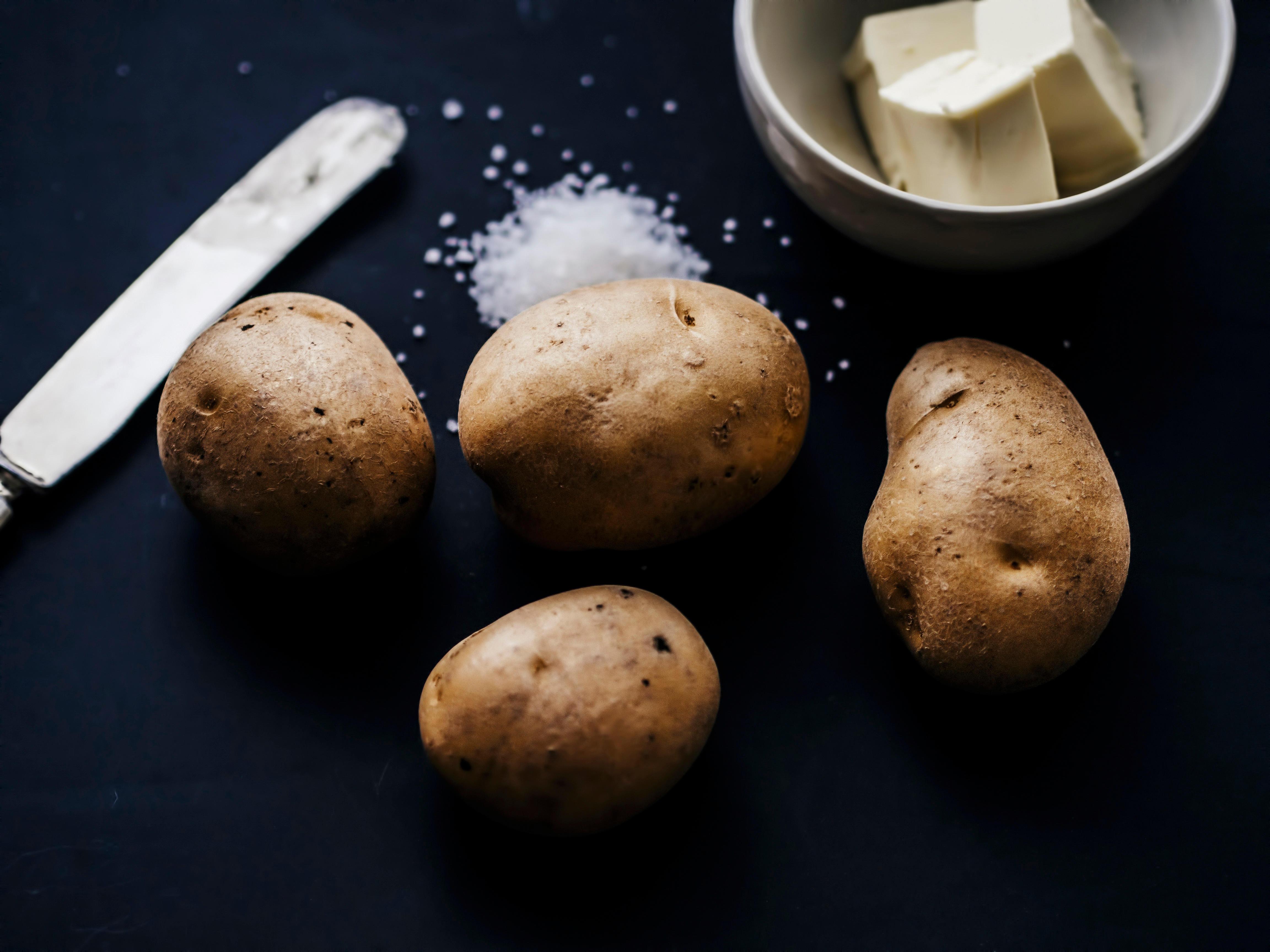 Endnu et husmorråd: Kartofler og salt er alt, der skal til for at lave en hjemmelavet scrub (Foto: All Over)