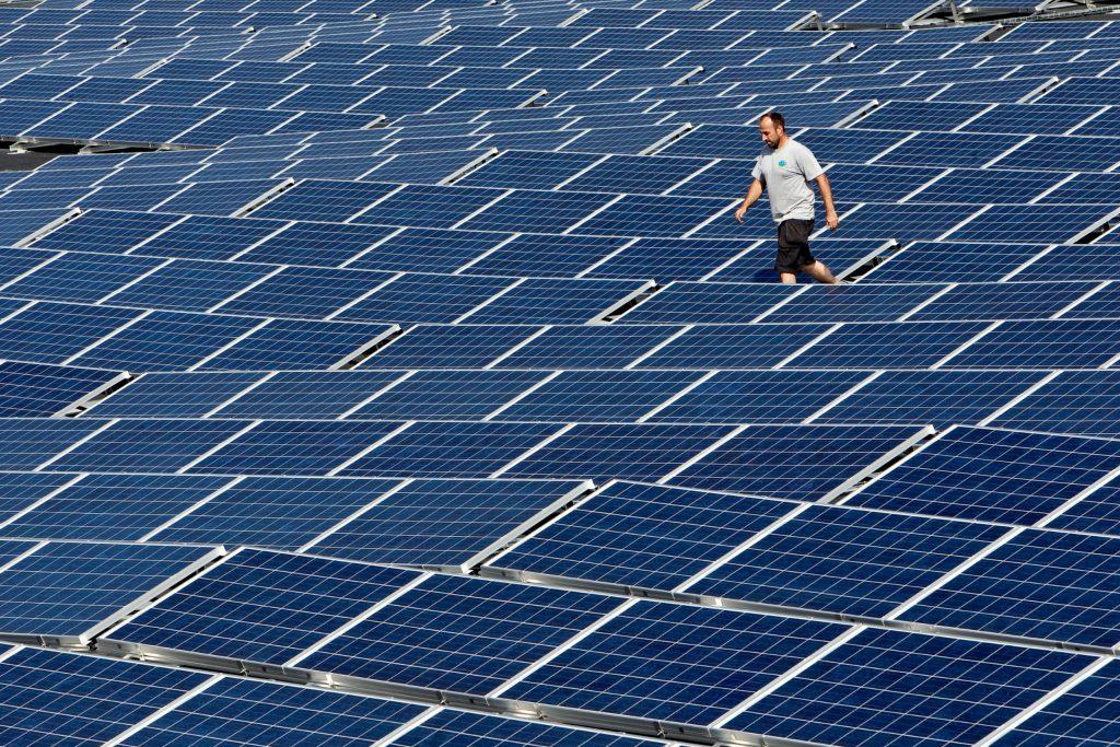 Solenergi er nu billigere end olie og kul