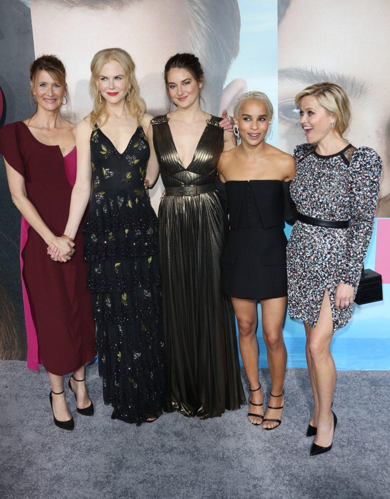 Laura Dern, Nicole Kidman, Shailene Woodley, Zoe Kravitz og Reese Witherspoon har hovedrollerne i Big Little Lies. Her er de på den røde løber til seriens amerikanske premiere i L.A. (Foto: All Over)