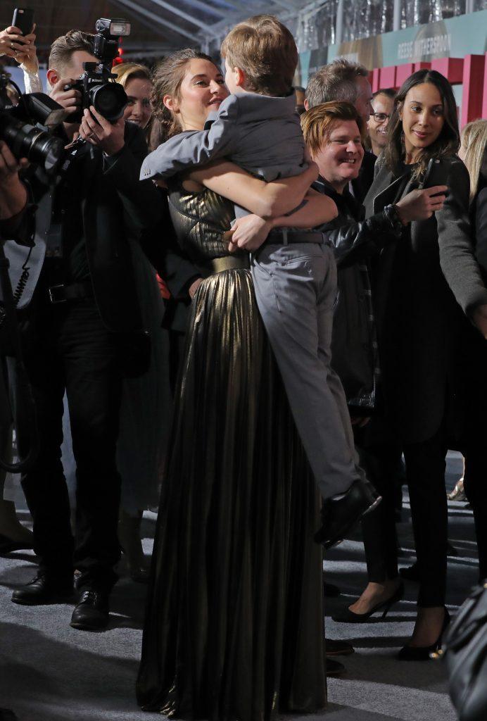 Shailene Woodley med Iain Armitage, der spiller Janes søn, Ziggy. (Foto: All Over)