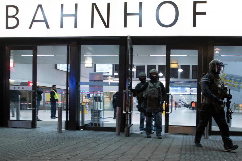 Mand går amok med økse på tysk banegård