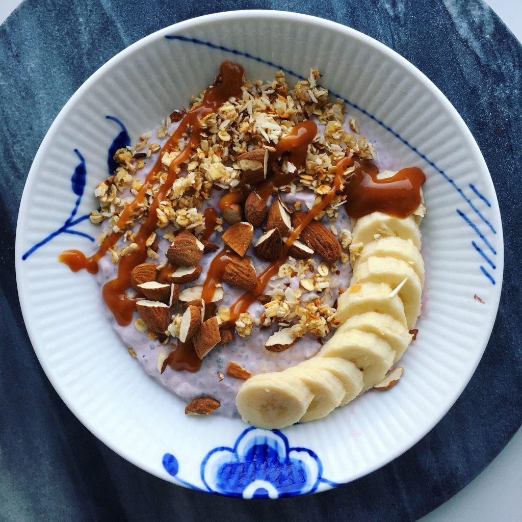 glutenfri chiagrød, mandelmælk, skyr, opskrift
