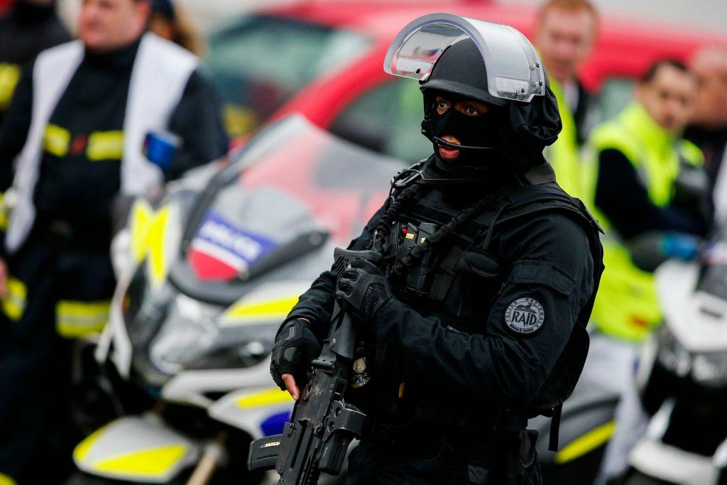 orly, paris, lufthavn, terror, terrortrussel, angreb, radikalisering, bombetrussel, terrortrussel, beredskab, indsatsstyrke, specialstyrke, frankrig