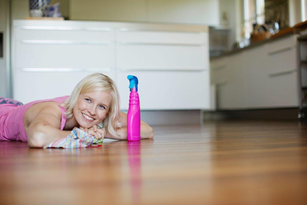 kvinde, rengøring, gulv, skrubbe, vaske, rengøringsmiddel
