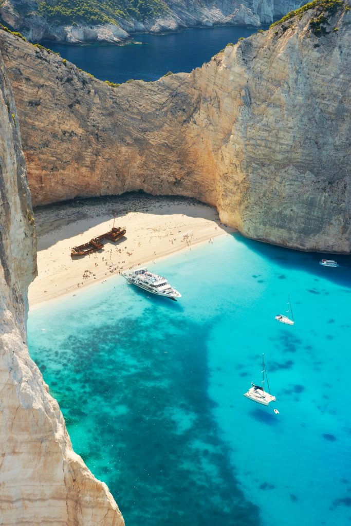 Greece - Zakynthos, Navagio Beach, Shipwrack Cove, krystalklart vand