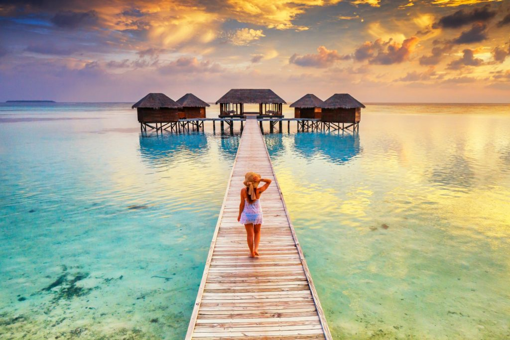 Maldives, Ari Atoll, Rangali, Conrad Hilton resort, overwater spa at sunset, krystalklart vand