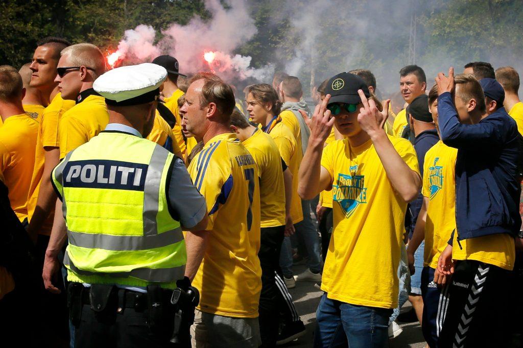 brøndby, fck, fodbold, sport, optøjer, sammenstød, konflikt, anholdelser, politi, overfald, vold, kasteskyts, romerlys, fodboldfans, hooligans