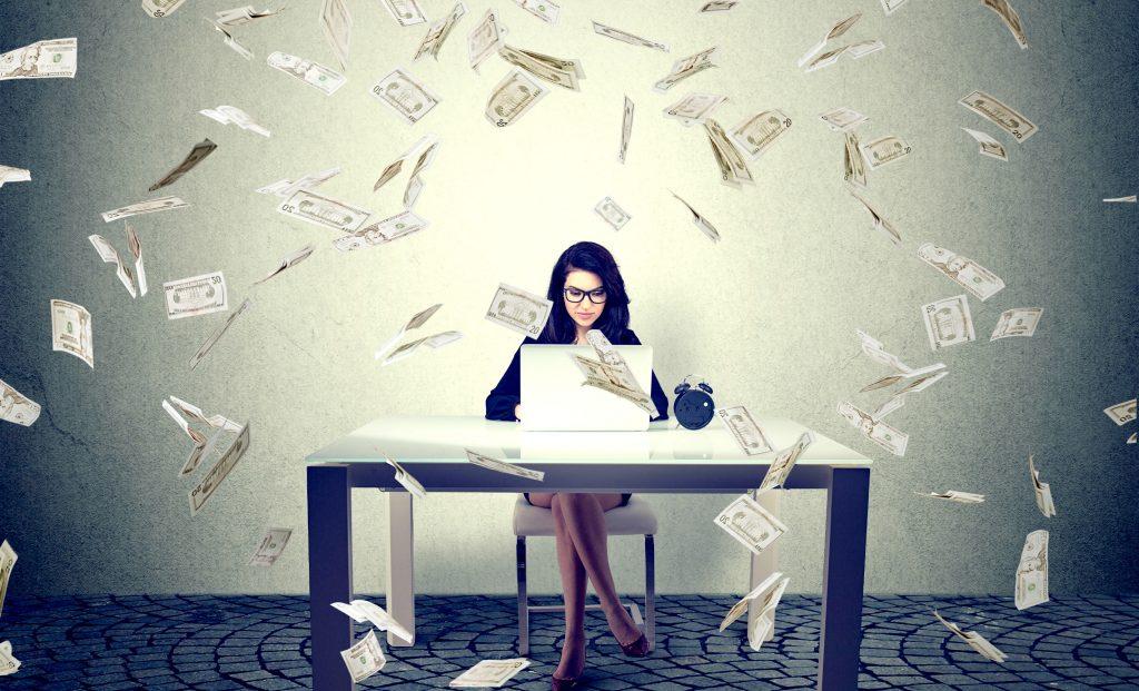 investering, june, kvinder, digital løsning, løsning, økonomi, danske bank, penge, økonomi, kroner, opsparing, aktier, obligationer, ligestilling, køn, banken, renter, investering,