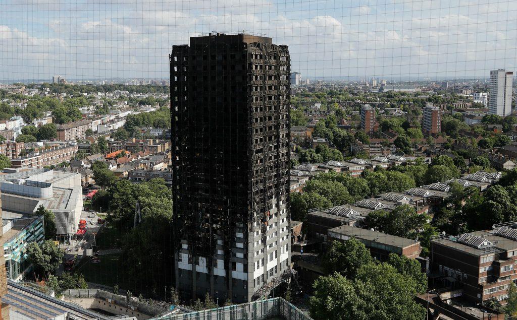 grenfell towers, dødstal, savnede, london, kensingtin, england, brand, ild, flammer, beboelsesejendom, beboelse, lejligheder, beboere, brandvæsen, politi, evakuering, evakueret, theresa may, boliglov, kritik, regering, lov