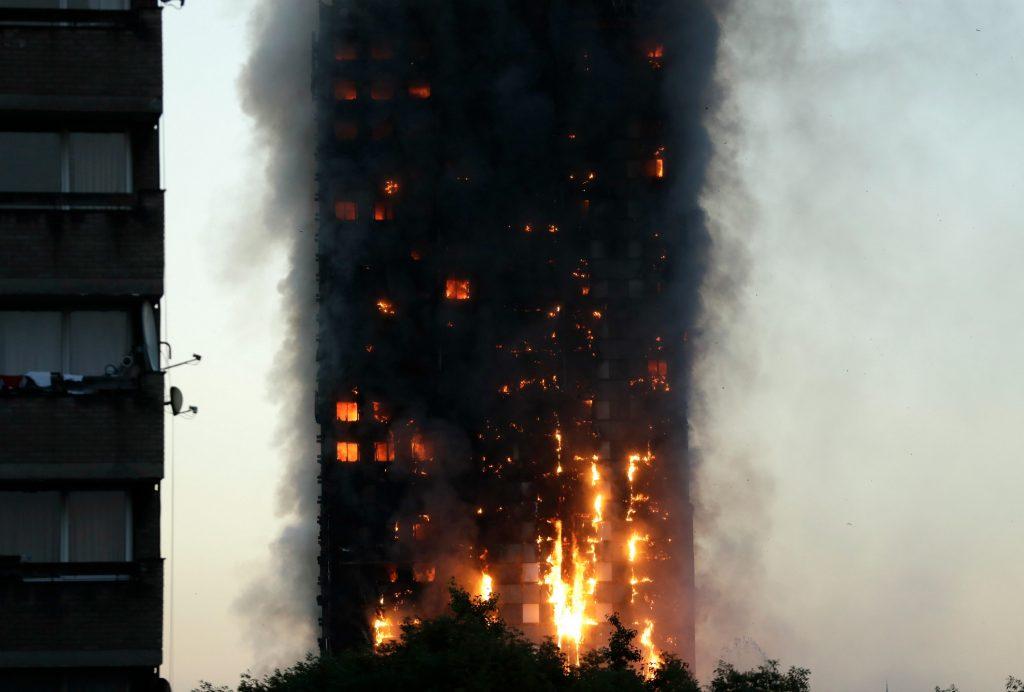 london, kensingtin, england, brand, ild, flammer, beboelsesejendom, beboelse, lejligheder, beboere, brandvæsen, politi, evakuering, evakueret