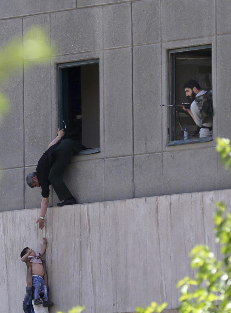 iran, teheran, perlamentsbygningen, ayatollah khomeinis mausoluem, angreb, terror, terrorangreb, døde, sårede, islamisk stat, is, syrien, irak, krig,