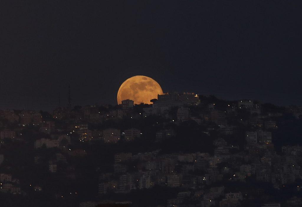 ramadan, faste, islam, muslimer, religion, højtid, tro, allah, gud, månekalender, nymåne, afholdenhed, velgørenhed, sawn, zakat