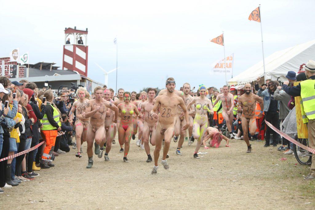 Roskilde Festival, nøgenløb, nøgen, løb, konkurrence, kroppen, kvindekroppen, motion, sundhed, fest, festival, tradition, vinder, taber, astma, brasilien, kultur, musik, fest, sjov,