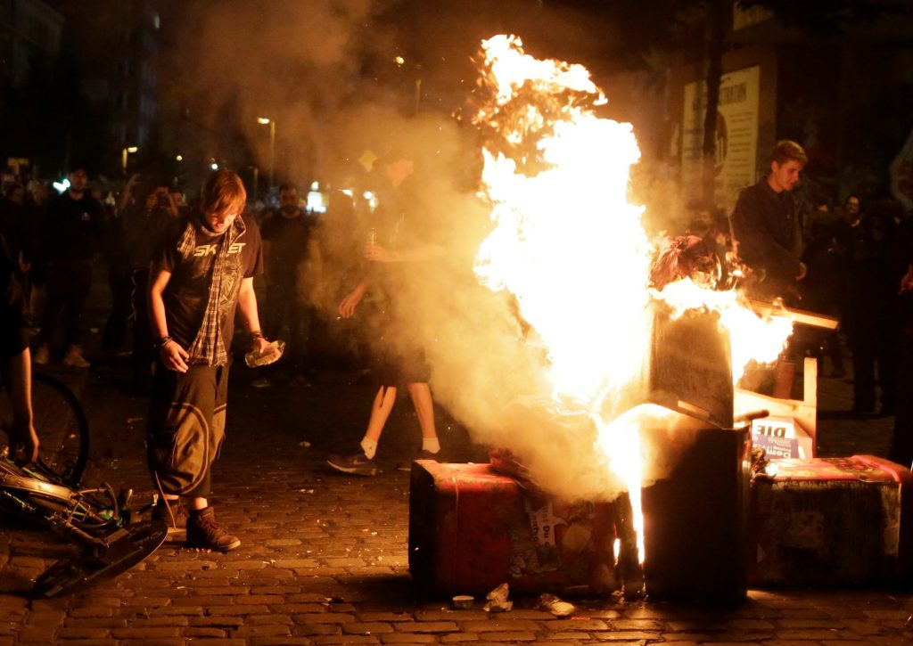 hamburg, hamborg, anholdte, sårede, oprydning, autonome, st. pauli, demonstratn, demonstranter, demonstration, g-20, hamburg, politi, sammenstød, såret, vandkanoner, tåregas, flasker, fyrværkeri, tyskland