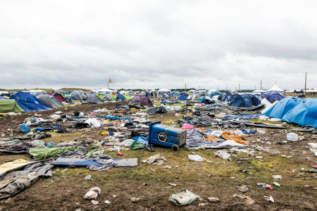 roskilde festival, miljø, klima, roskilde festival 2017, oprydning, telte, madrasser, skrald, genbrug, bæredygtighed, clean and silent-camp
