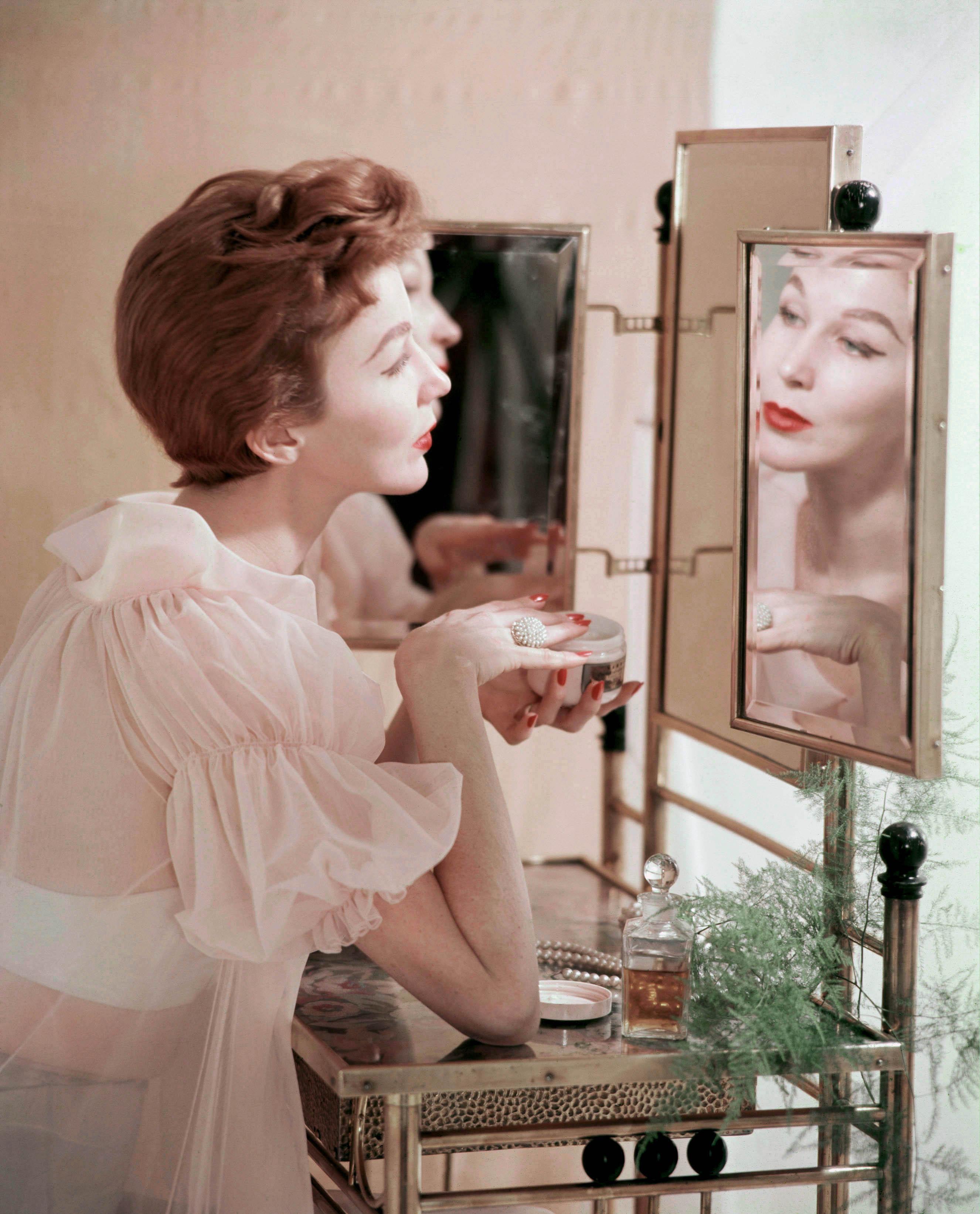 makeupbord, sminkebord, spejl, pudder, parfume